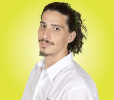 Retrato hombre fondo amarillo gianluca